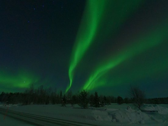Ivalo, Suomi: Nice northern lights on moon light.
