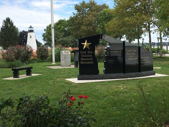 Havre de Grace, MD: Gold Star Families Memorial with Lighthouse in background