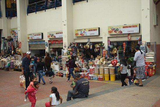 Mercado 10 De Agosto Image