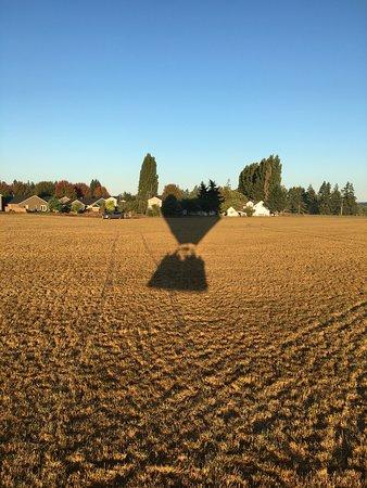 Aurora, Oregón: Shadow on landing