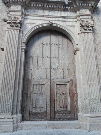 Fiumefreddo Bruzio, Italy: Dettaglio del portone