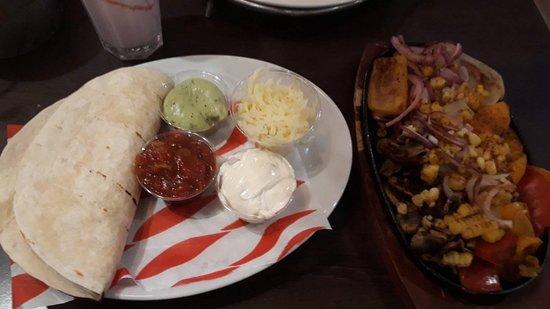 Rhuddlan, UK: vegetable fajita (yummy)