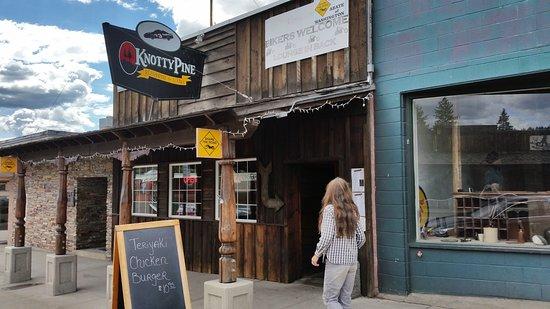 Republic, Вашингтон: the Knotty Pine entrance