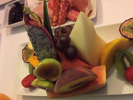 Guest House Douro: Breakfast fruit!
