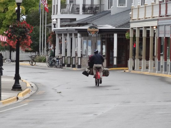 Shepler's Mackinac Island Ferry: Baggage transfer from hotel to ferry