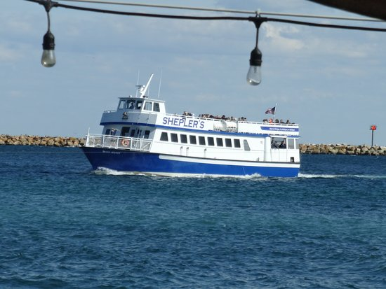 Shepler's Mackinac Island Ferry: Ferry coming into Island