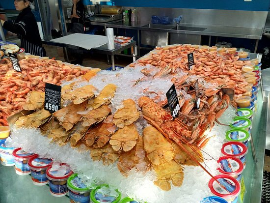 Fresh seafood for sale - Picture of Mooloolaba Fish Market