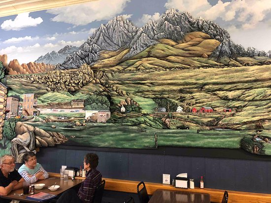Forsyth, MT: You can see how huge the mural is by the diners.