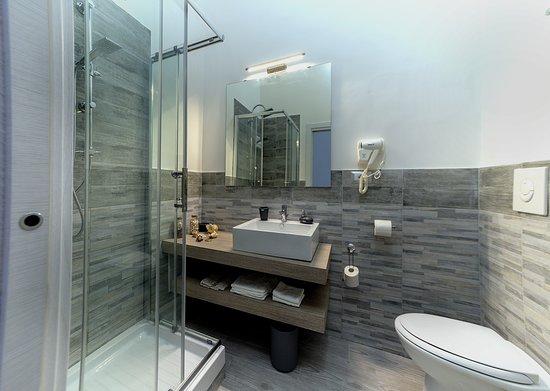 Province of Salerno, Italië: Private bathroom deluxe room