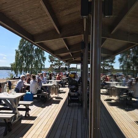 Gnarp, Sweden: En Liten Sjökrog