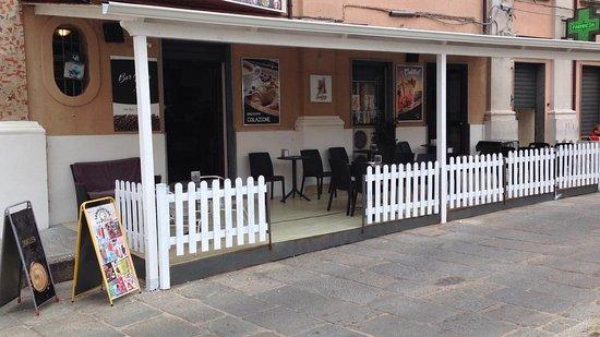 Nicotera, Italy: innovazione sempre in atto tettoia per poter usufruire dello spazio aperto