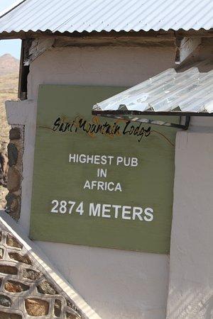 Sani Pass, Lesoto: Przed budynkiem