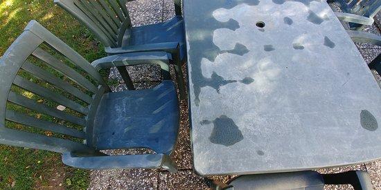 Oberhambach, เยอรมนี: buiten tafels en stoelen