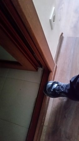 Bakuriani, จอร์เจีย: כניסה מסוכנת לחדר הרחצה