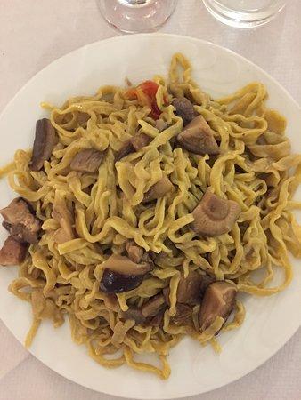 San Polo dei Cavalieri, Italie : Eccezionali le fettuccine ai funghi misti!