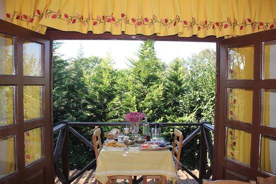 Golcuk, Turkey: Aşgana Taş Ev'de özel günleriniz başbaşa kahvaltılarınız için balkonumuzda rezervasyon yaptırmay