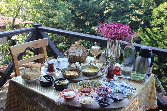 Golcuk, Turkey: Aşgana Taş Ev Kocaeli kahvaltı keyfi..