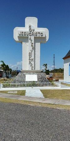 Juana Diaz, Puerto Rico: Beautiful cross next to the chapel