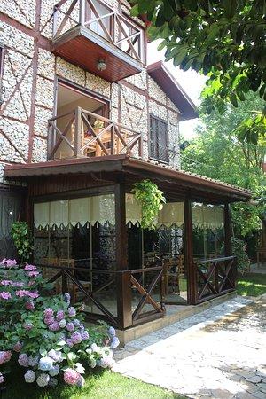 Golcuk, Τουρκία: Aşgana Taş Ev genel görüntü