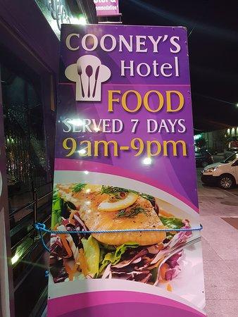 Cooneys Hotel: Cooney's Hotel