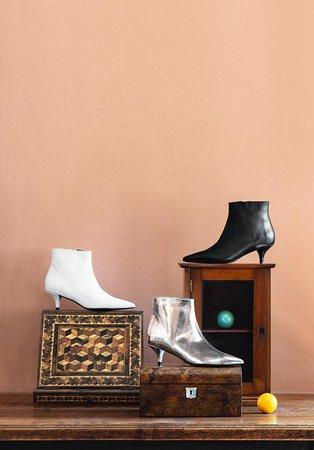 Globus Geneva: Rayon chaussures 2ème étage