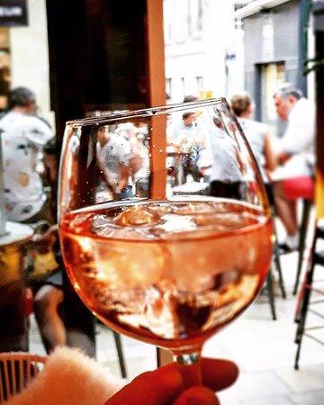 Just Vin M2: C est encore le moment d'apprécier un bon verre de rosé !🍷