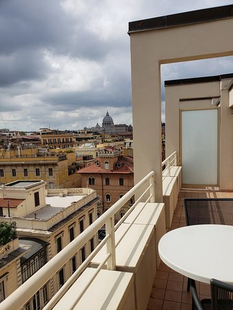 Lovely hotel within walking distance of most of Rome's sights!