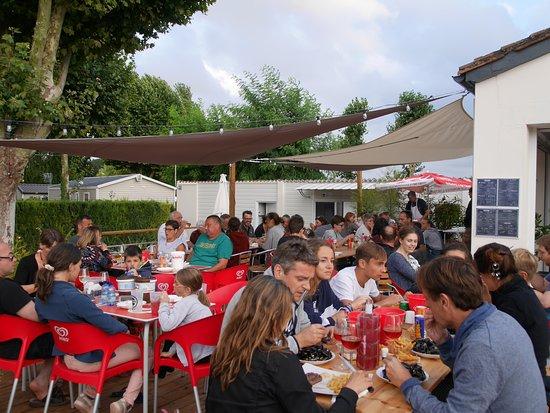 Surgeres, ฝรั่งเศส: Camping de la Gères - Soirée Moules Frites