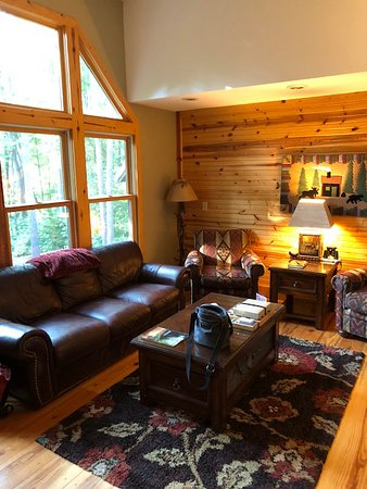 New Plymouth, OH: Family Room