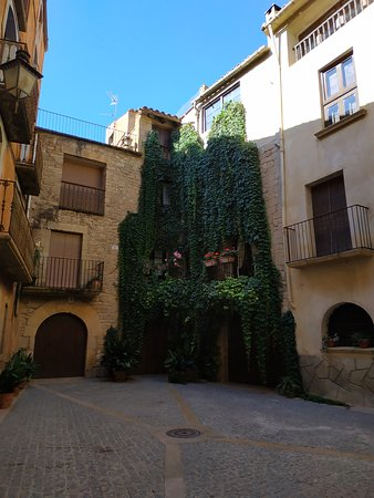 Calaceite, Испания: Una de sus plazas