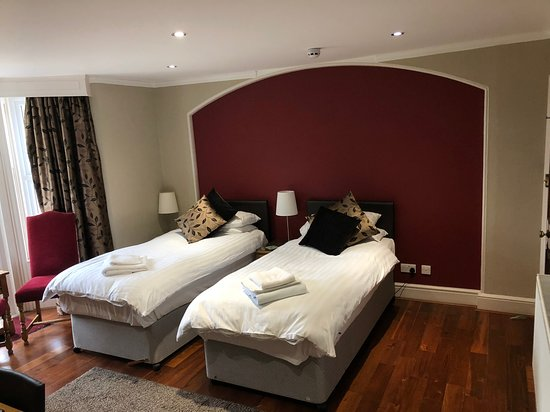 Burghfield, UK: Room 9 - Executive en-suite, ground floor with garden access - can also be split into twins