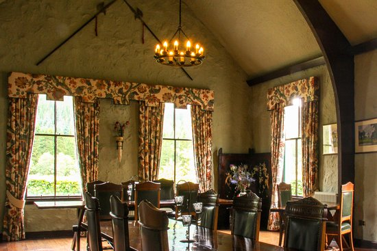 Strathyre, UK: Baronial Style Dining Room - breakfast is eaten here