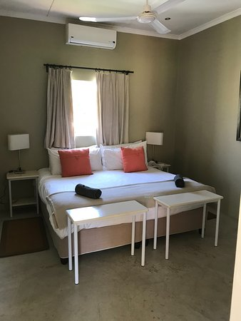 Saronsberg Vineyard Cottages: Cottage no. 8 - main bedroom