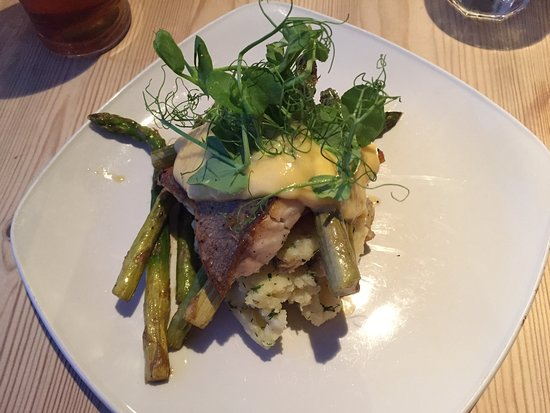 Badachro, UK : Lovely Sea Bass, asparagus and crushed new potatoes.