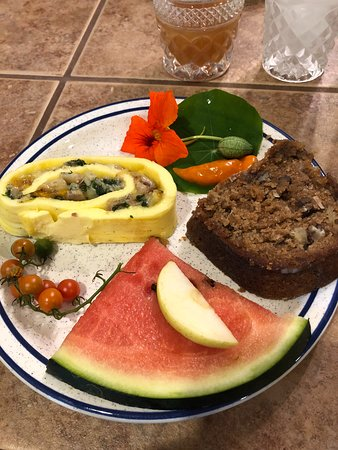 Union Pier, MI: A delicious breakfast with fresh apple cake...so yummy!