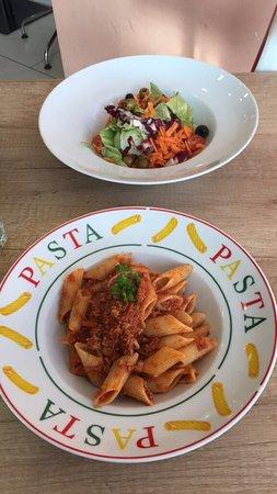 Isernhagen, Allemagne : Pasta Bolognese und Gemischten Salat