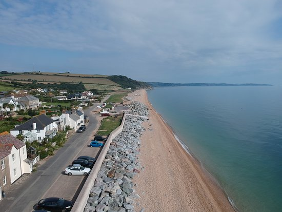 Beesands, UK: looking east from front of pub