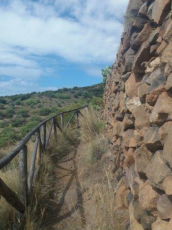 Punta Brigantino: parte del sentiero con protezione
