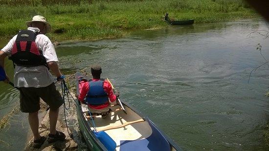 Musanze District, Ruanda: enjoying canoeing in Mukungwa River in Musanze