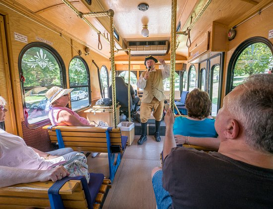 Lexington, MA: Colonial Tour Guide begins trolley tour