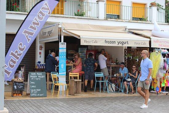 Petit Café Frozen Yogurt : petit cafe