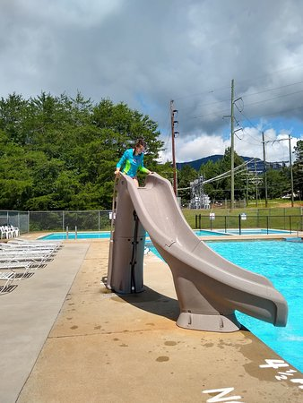 Columbus, Caroline du Nord : My daughter is in love with this slide. The pool is a lot of fun. Great people.