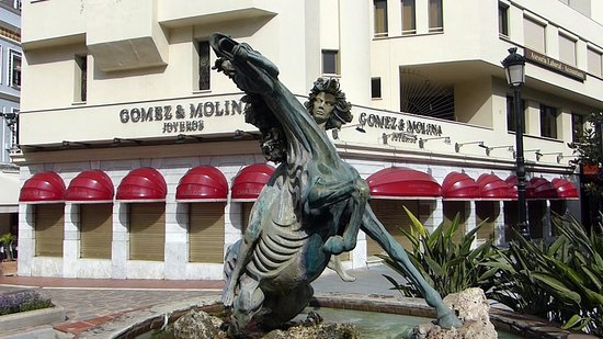 "Estatua ""La Bella Del Mar"""