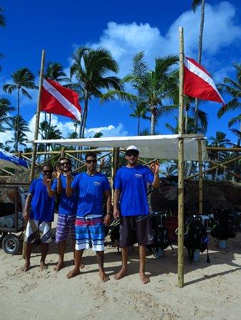 Carpe Diem Dive Center: Base de operações praia e equipe