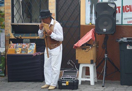 Mercado Artesanal La Mariscal