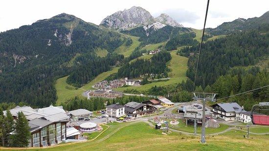 Sonnenalpe Nassfeld, Αυστρία: De Madritschenbahn. 't Station ligt pal aan Sportappartments Sölle