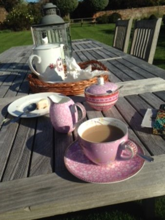 Cropredy, UK: Welcomed with tea and cake - yum!