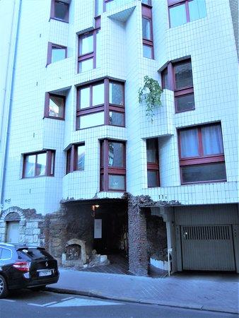Immeuble Moderne - Faux Vestiges