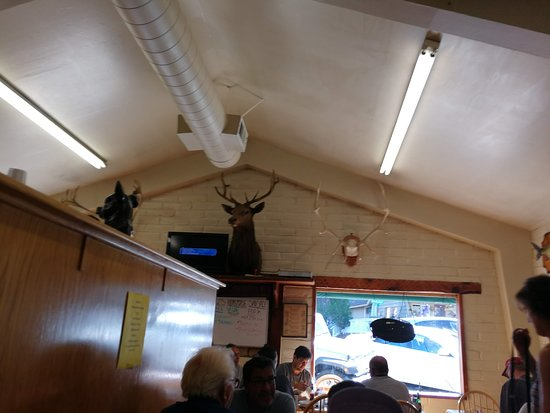 Twain Harte, CA: They have a small counter where they serve and also have three more tables on the other side