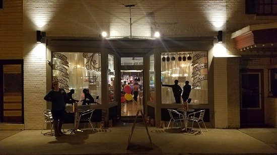 UnColor Wine Bar & Gallery